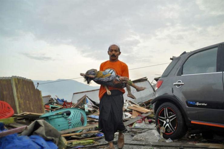 Indonesia tsunami devastates coast