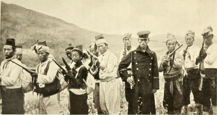 This photo taken by British war correspondent Frederick Arthur McKenzie in 1907 shows the members of the Righteous Army in Yangpyeong, Gyeonggi Province. / Photo from Frederick McKenzie's 'Korea's Fight for Freedom'