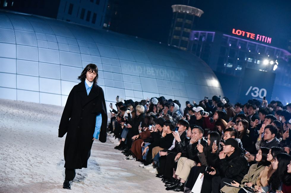 Designer Woo Young-mi speaks to the audience after her Solid Homme runway show at the Opening Ceremony of the Hera Seoul Fashion Week at Dongdaemun Design Plaza, Monday. Courtesy of Seoul Design Foundation