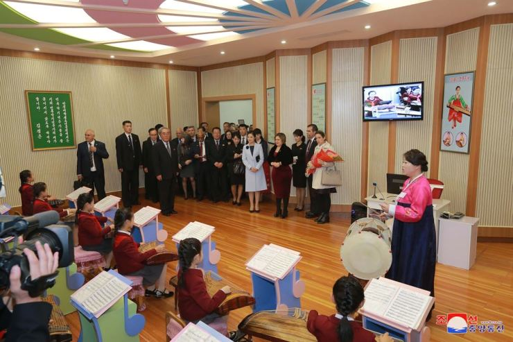 North Korea's first lady Ri Sol-ju and Cuba's first lady Lis Cuesta Peraza visit the Mangyongdae Children's Palace, Sunday. They also visited Kim Won Gyun University of Music the following day, North Korea's Rodong Sinmun reported on Tuesday. Yonhap-KCNA