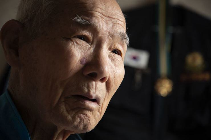 Lee Chun-sik, 94, at an interview at his flat in Gwangju. Lee worked at a steel mill in Kamaishi, Japan, from 1943 to 1945 during Japan's colonial occupation of Korea. / Korea Times photo by Choi Won-suk
