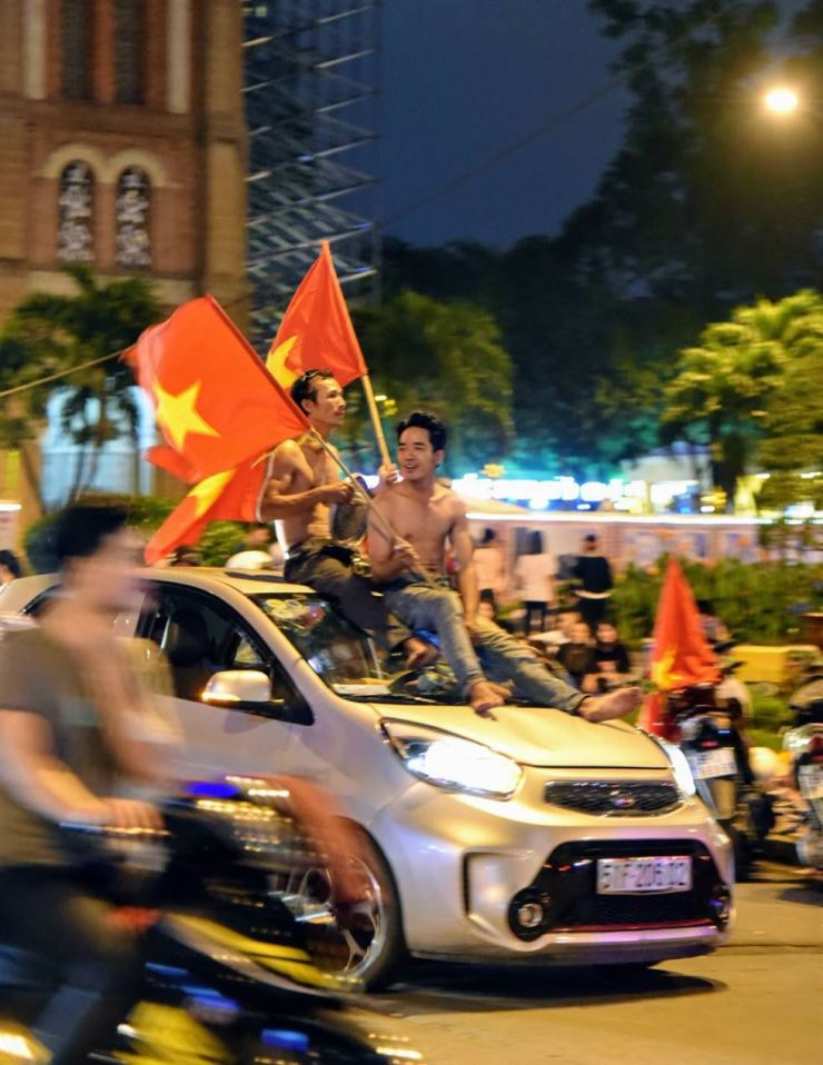 People in Ho Chi Minh City celebrate on Jan. 23, 2018, as the Vietnamese national football team advances to the AFC U-23 championship match-up after earlier beating Qatar. Korea Times file