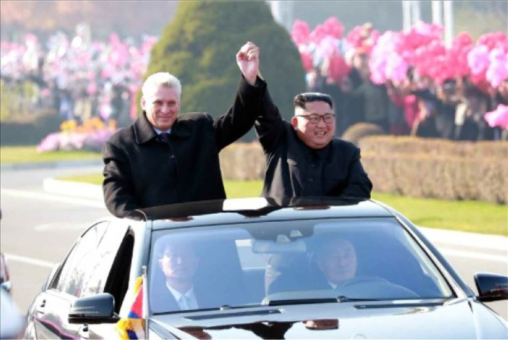 Kim Jong-un and Miguel Diaz-Canel, hand in hand, during a motorcade on Sunday. Yonhap-Rodong Sinmun