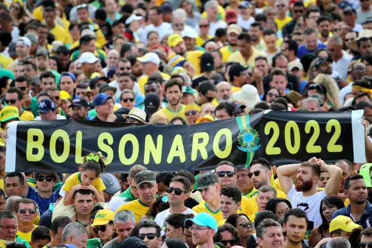 Supporters of Brazil's new President Jair Bolsonaro gather outside the Planalto Palace, in Brasilia, Brazil, January 1, 2019. REUTERS-Yonhap