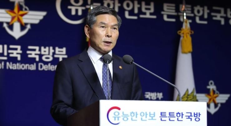 Defense Minister Jeong Kyeong-doo speaks in a media briefing at its headquarters in Seoul, in this file photo taken in November last year. / Yonhap
