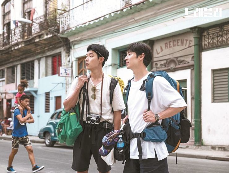 Actor Ryu Jun-yeol, left and Lee Je-hoon travel Cuba in the new JTBC show 'Traveler,' which airs on every Thursday at 11 p.m. Courtesy of JTBC