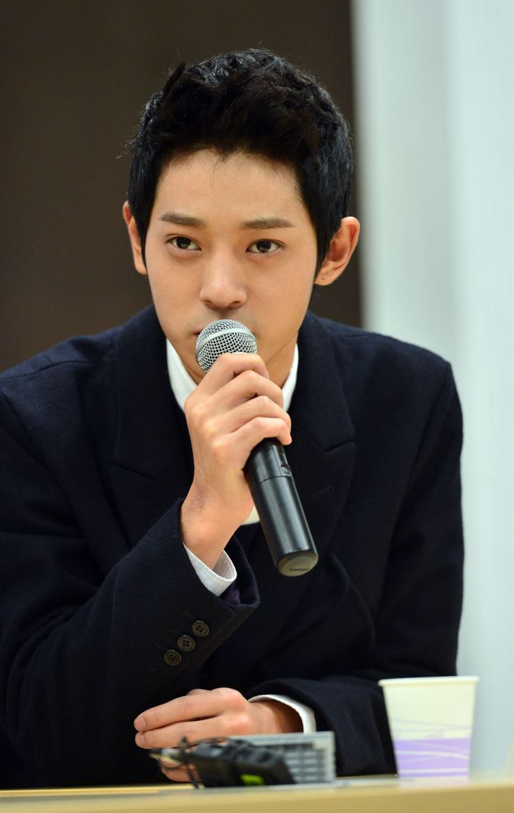 Jung Joon-young speaks during a press conference held for TV variety show '2 Days & 1 Night' on KBS, October 2014. Yonhap