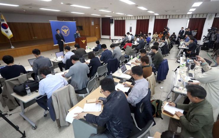 The Jinju police give a briefing on a deadly arson and stabbing attack. Yonhap