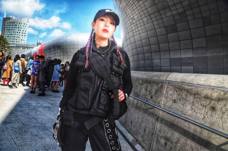 Off-duty model Kang Yu-rim (@about_ego) sports the hypermodern, ready-for-the-world techwear look that is even showing up in BLACKPINK videos. In a few months, you will see a watered down version of this on the streets of Seoul.