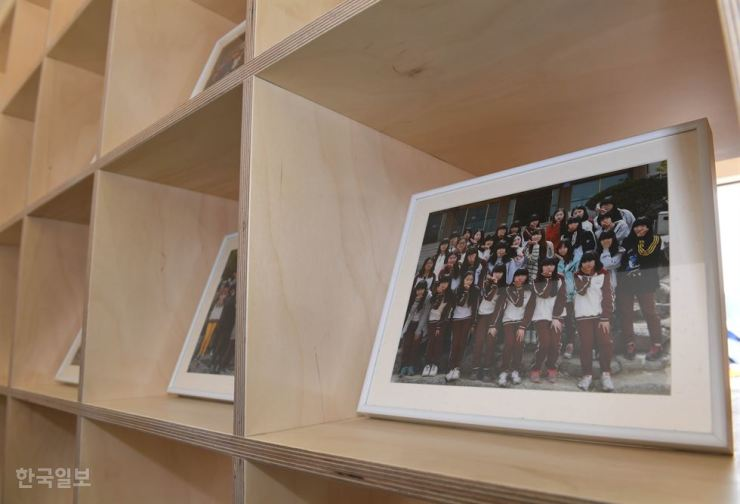 Photos of Danwon High School students are on display in a new wooden structure housing a commemorative exhibition of the ferry disaster at Gwanghwamun Square in central Seoul, Friday. / Korea Times photo by Hong Yoon-ki