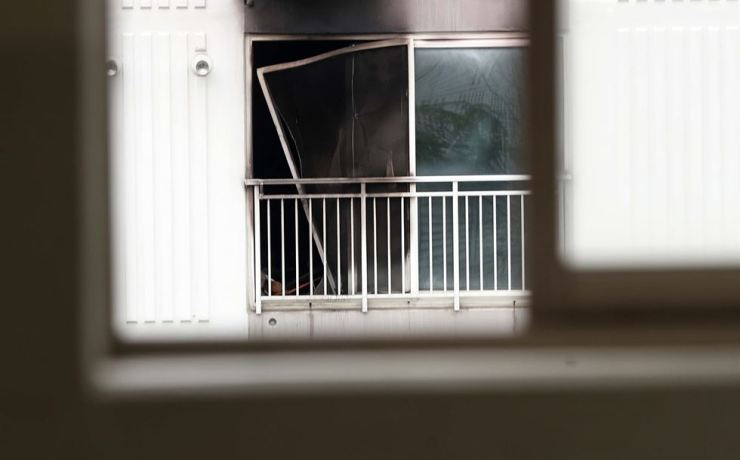 A window in the apartment was blackened in the fire that took 20 minutes to extinguish. Yonhap