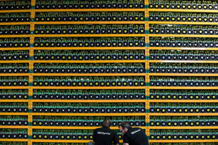 Two technicians inspect bitcoin mining at Bitfarms in Saint Hyacinthe, Quebec, on March 19, 2018.AFP-Yonhap