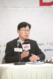 Bae Sung-hyuk, executive committee chairman of Daegu International Musical Festival (DIMF), speaks during a press conference announcing the 13th edition of the event, which will be held from June 21 to July 8 in the southern city, at the Press Center in Seoul, Tuesday. Courtesy of DIMF