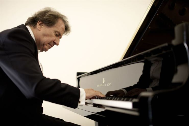 Pianist Rudolph Buchbinder will perform in Seoul on May 10./ ⓒ Marco Borggreve