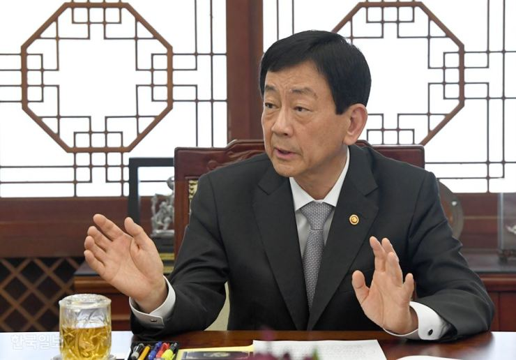 Interior and Safety Minister Chin Young speaks during a joint interview with The Korea Times and the Hankook Ilbo at the Government Complex Seoul, Friday. Korea Times photo by Seo Jae-hoon