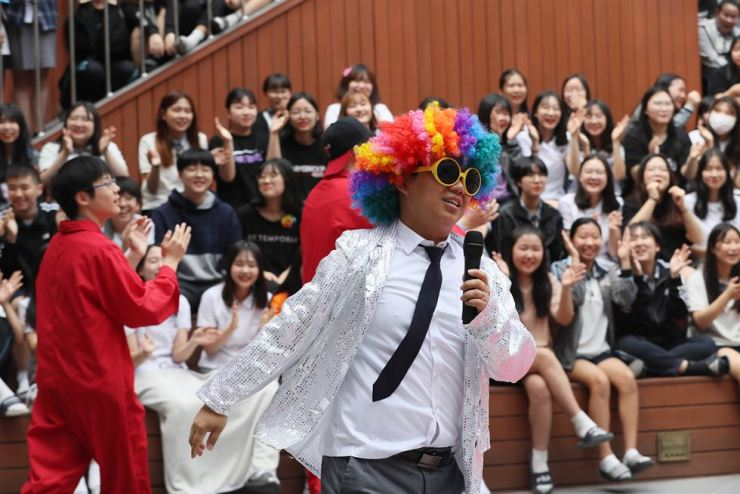 A student in fancy dress sings during a ceremony for Teachers' Day at Shinhyun Middle School in Seoul, Wednesday. Yonhap