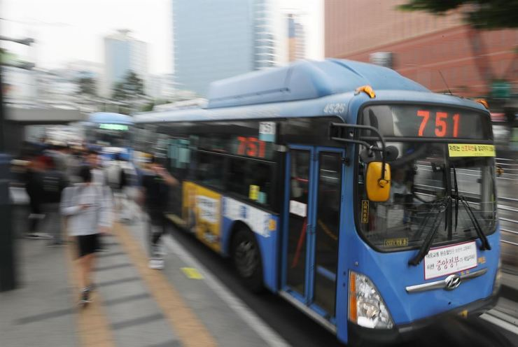 After unionized Seoul bus drivers and their operators reached a wage deal with only hours left before the drivers' planned walkout in early Wednesday morning, buses operate normally at Seoul Bus Transfer Center the same day. Yonhap