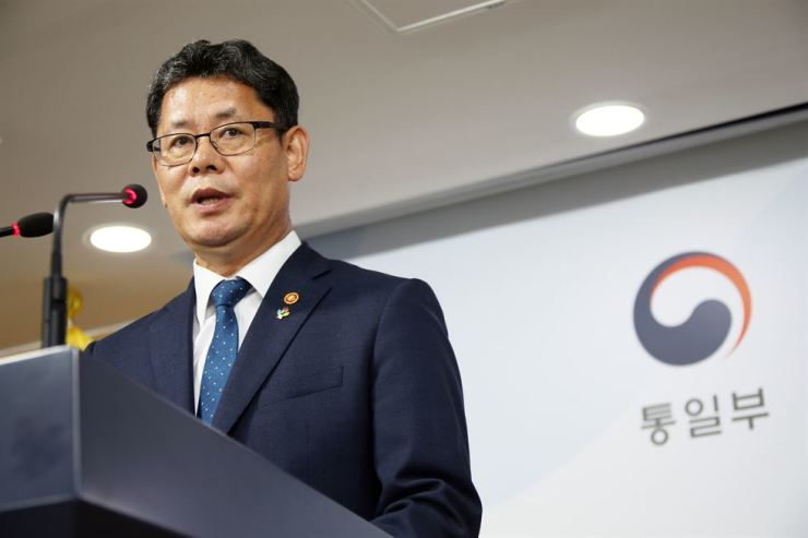 South Korean Unification Minister Kim Yeon-chul announces about the government's latest food aid to the North at the Government Complex Seoul in the city's Jongno District, Wednesday. Yonhap