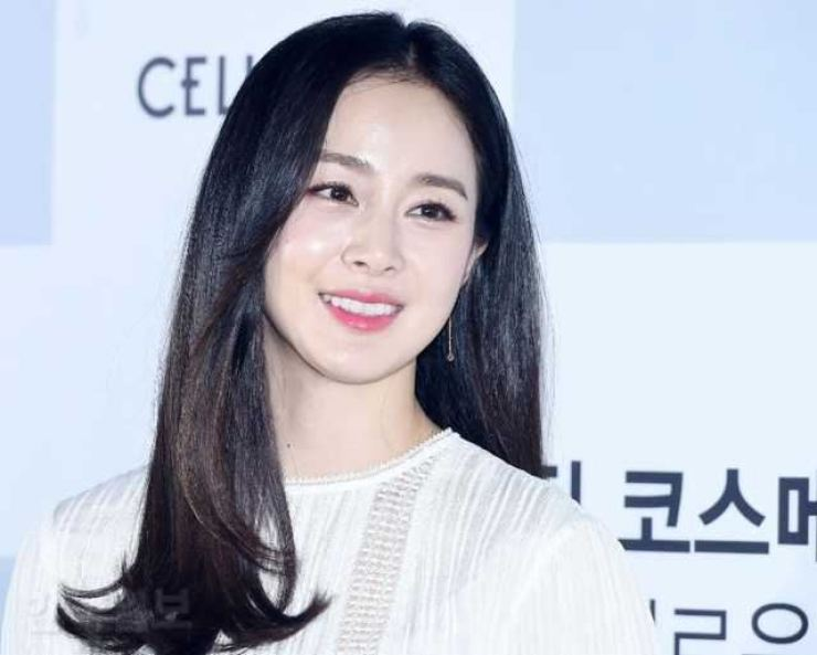 Actress Kim Tae-hee has bought a house in the U.S. Korea Times file