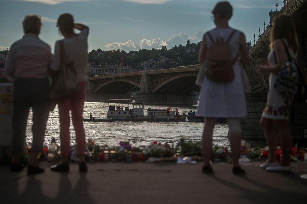 Hungarian divers rescue team continues its search after a tourist boat accident, killing several people in the Danube river in Budapest, Hungary, June 3, 2019. REUTERS/Marko Djurica