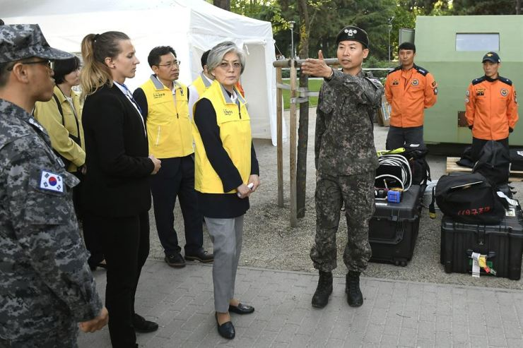 South Korean Foreign Minister Kang Kyung-wha, center, listens to military attache at the South Korean embassy in Budapest Col. Song Shun-keun during Kang's visit to the camp of a South Korean team participating in rescue operations to find victims of the boat tragedy. AP-Yonhap