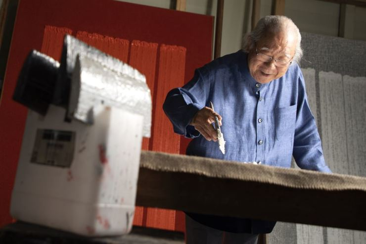 Artist Ha Chong-hyun, 84, introduces his 'Conjunction' series at his studio in Goyang, northwest of Seoul, on June 11. Korea Times photo by Choi Won-suk