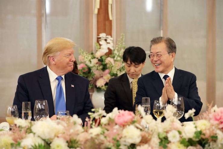 President Moon Jae-in and U.S. President Donald Trump are all smiles during a working dinner at the tea house in the grounds of the presidential Blue House in Seoul on Saturday. Yonhap