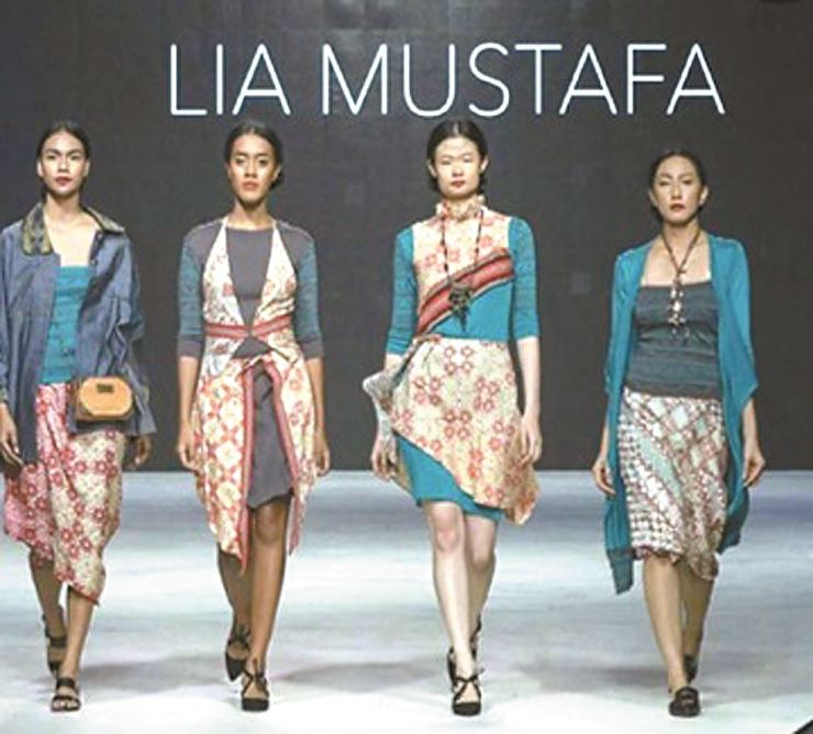 Lia Mustafa of Indonesia uses traditional Indonesian textiles and motifs for her design. / ASEAN-Korea Centre