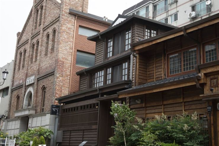 Cafe Pot R, the former office of Daehwa Corporation, is registered as a cultural heritage for its architectural value. / Korea Times photo by Choi Won-suk