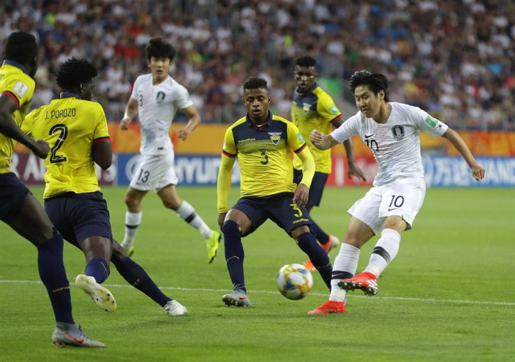 South Korea's Lee Kang-in, right, kicks the ball during the semi-final match between Ecuador and South Korea at the U20 World Cup soccer in Lublin, Poland, June 11, 2019. AP-Yonhap