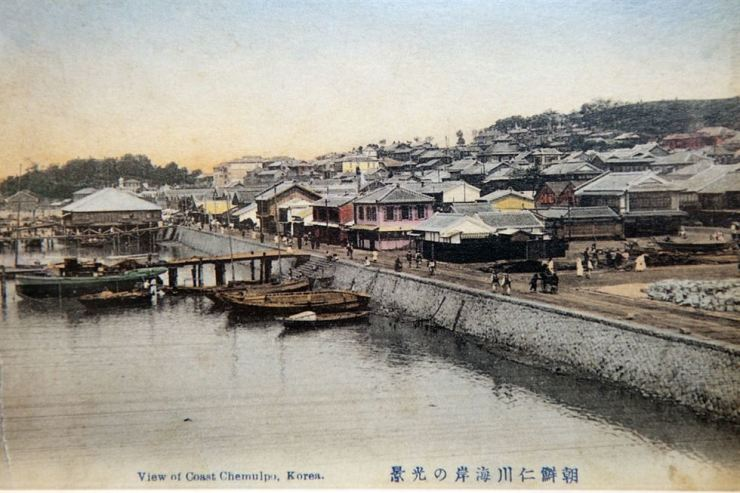 Old photo shows the view of Jemulpo in Incheon. The port was forced to open by foreign countries in 1883. / Korea Times photo by Choi Won-suk