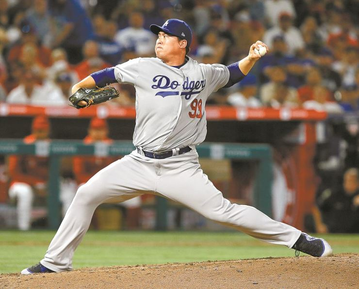 Los Angeles Dodgers starting pitcher Hyun-Jin Ryu throws to a Los Angeles Angels batter during the sixth inning of a baseball game in Anaheim, Calif., Monday. / AP-Yonhap