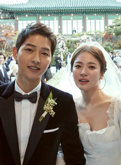 Song Joong-ki and Song Hye-kyo played a couple in 'Descendants of the Sun' (2016) on KBS. Courtesy of KBS