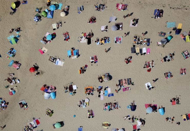 An aerial view showing people enjoying a sunny and hot day at a lake in Haltern am See, Germany, 24 July 2019. Germany experience a heat wave with temperatures up to 40 degrees Celsius. /EPA