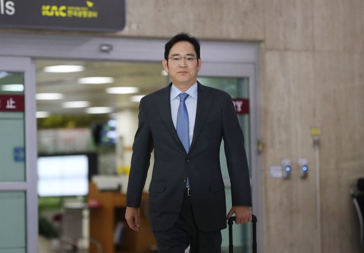 Samsung Electronics Vice Chairman Lee Jae-yong arrives at Gimpo International Airport in Seoul following his business trip to Japan, Friday. / Yonhap
