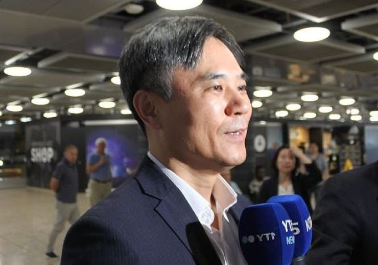 Kim Seung-ho, deputy minister of South Korea's Ministry of Trade, Industry and Energy, shares how the country will discuss the trade row with Japan at the World Trade Organization General Council, upon arriving at Geneva Airport on Tuesday (KST). Yonhap