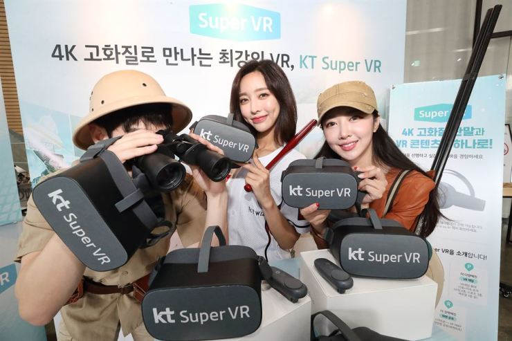 Models promote KT's wireless VR media service, Super VR, at KT Square in central Seoul, Monday. / Courtesy of KT