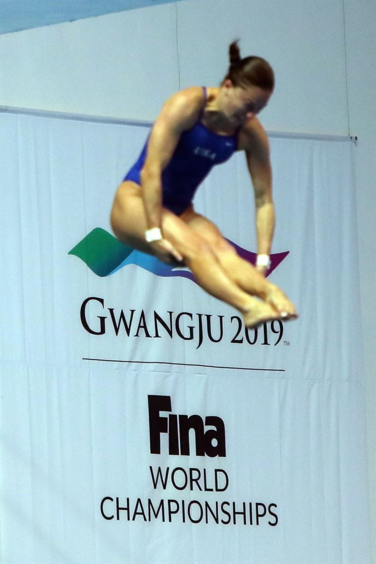 A swimmer trains at one of the venues of the FINA World Championships in Gwangju, Monday. Yonhap
