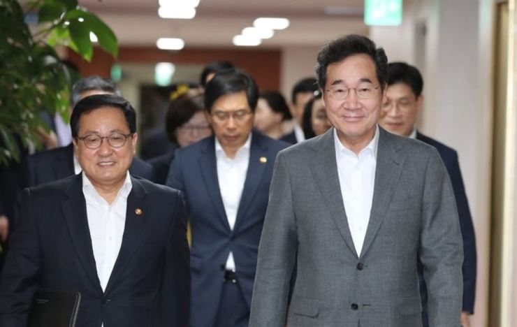 Prime Minister Lee Nak-yon, right, attends a Cabinet meeting at the Government Complex in Seoul, Tuesday. Yonhap