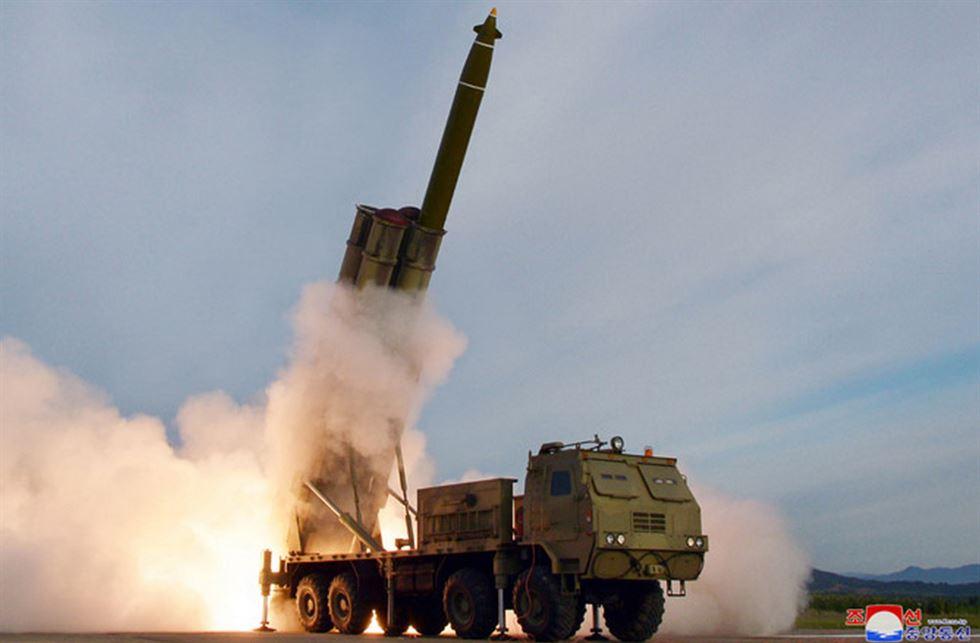 El resultado de imagen para los medios de comunicación de Corea del Norte muestra el sistema de armas que el país probó el 31 de octubre era el mismo 'lanzacohetes múltiples súper grande [LMR]