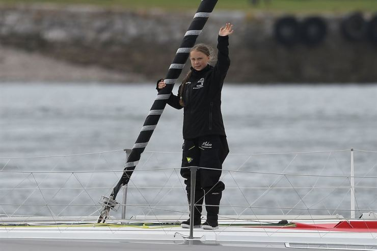 Climate change activist Greta Thunberg waves from the Malizia II boat off Plymouth, England, Wednesday. /AFP-Yonhap
