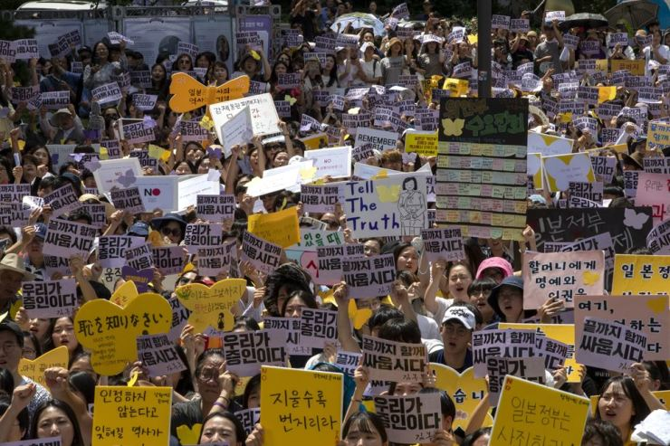 Nearly 20,000 people participated in the 1,400th rally in Seoul. Korea Times photo by Shim Hyun-chul