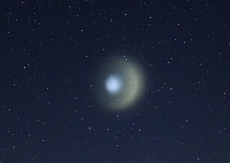 The unidentified light-emitting flying object over Mt Jiri on Aug. 8. Courtesy of Lee Won-gyu