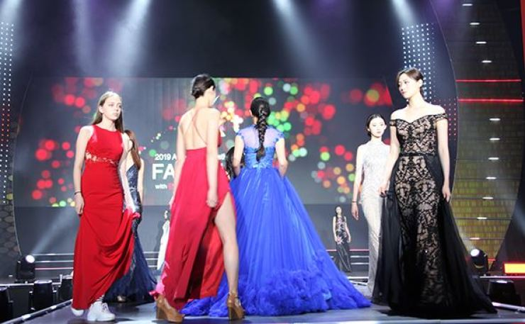 Five models will become the FACE of Mongolia to represent their country at the FACE of ASIA finals in Seoul next year. Courtesy of AMFOC