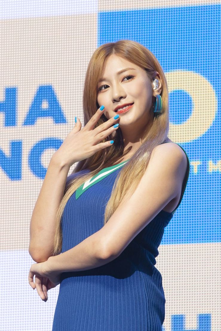 Going solo means wrestling with loneliness for Apink's Oh Ha-young