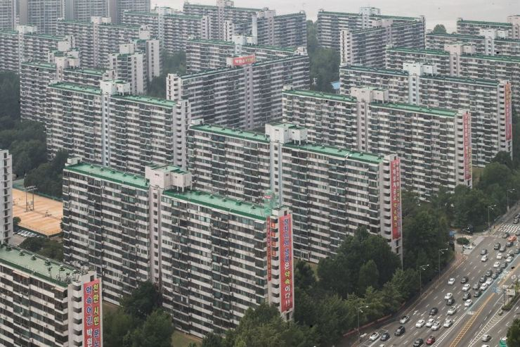 An aerial view of an apartment complex in Jamsil, Seoul, on July 14 / Yonhap