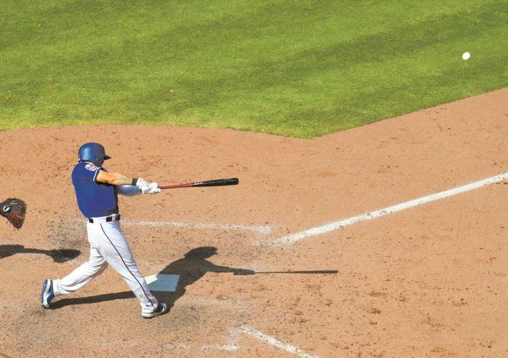 Texas Rangers left fielder Choo Shin-soo hits a solo home run in the seventh inning of a baseball game against the Minnesota Twins, Sunday, in Arlington, Texas. /AP-Yonhap
