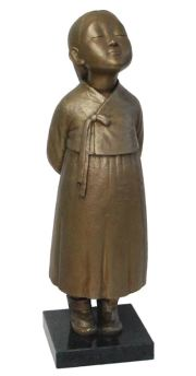 The 'I Love Eco' exhibition will show 48 works by renowned Korean artists from Aug. 21 to 26 at the fifth floor of Insa Art Center in central Seoul. Four works by famous sculptor duo Kim Eun-sung and Kim Seo-kyung, best known for 'Statue of Peace,' are also included in the exhibition. This bronze sculpture was made by Kim Seo-kyung in 2011. Courtesy of the artist