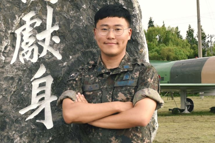 Air Force Staff Sergeant Kang Ji-ho at the 1st Fighter Wing's base in Gwangju, about 330 kilometers south of Seoul. Kang saved the lives of three people trapped inside a burning house in Damyang, South Jeolla Province, Sunday. Courtesy of Air Force