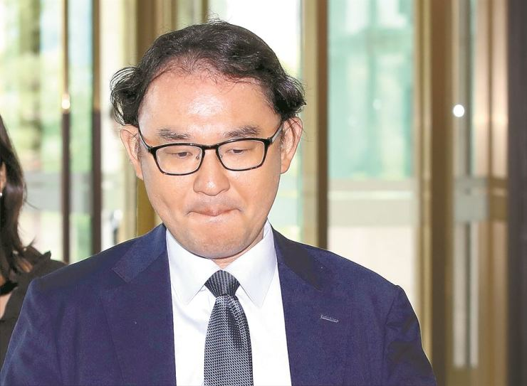 Tomofumi Nishinaga, a minister for economic affairs from the Japanese Embassy in Seoul, appears at the Ministry of Foreign Affairs building in central Seoul, Monday, summoned over Tokyo's plan to deal with the contaminated water from Fukushima's tsunami-devastated nuclear power plant. Yonhap